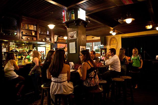 mídia indoor em bares